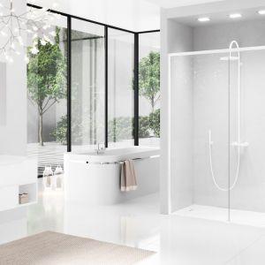 Modna kabina prysznicowa Opera 2P white z białymi profilami marki Novellini. Fot. Novellini