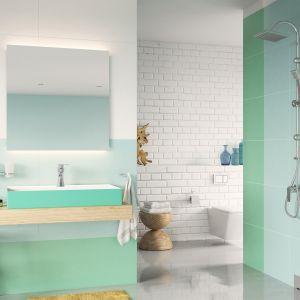 Aranżacja łazienki z zieloną umywalką. Na zdj. bateria natryskowa ścienna Algeo Square. Fot. Ferro