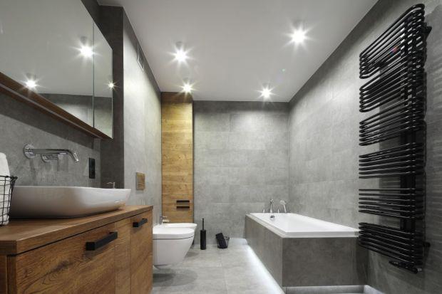 Szara łazienka nigdy nie wychodzi z mody! Zobaczcie inspiracje z polskich domów.