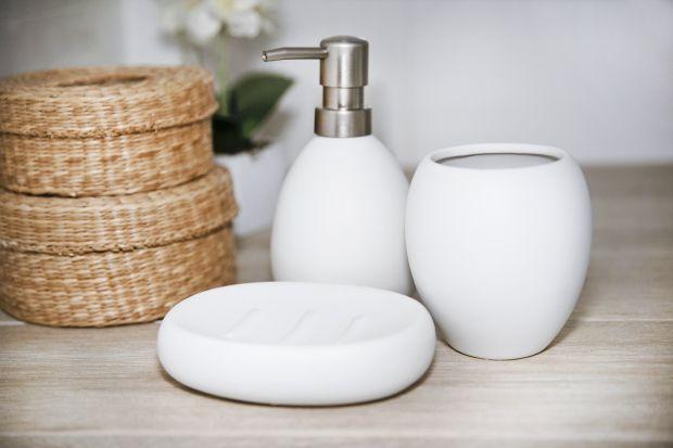 Urządzając łazienkę w ponadczasowych, uniwersalnych kolorach jak czerń i biel wybieramy jednocześnie elegancję, jak i pragmatyzm. Zobaczcie jakie akcesoria dobrać do naszej aranżacji black&white.