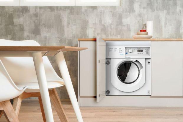 Wynalezienie pralki wiele lat temu zrewolucjonizowało świat wokół nas, czyniąc tę czynność dziecinnie prostą w porównaniu do ówczesnych zwyczajów. Obecnie jednak, żyjemy w takim pośpiechu, że nawet długość cyklu prania czy jego ustawieni