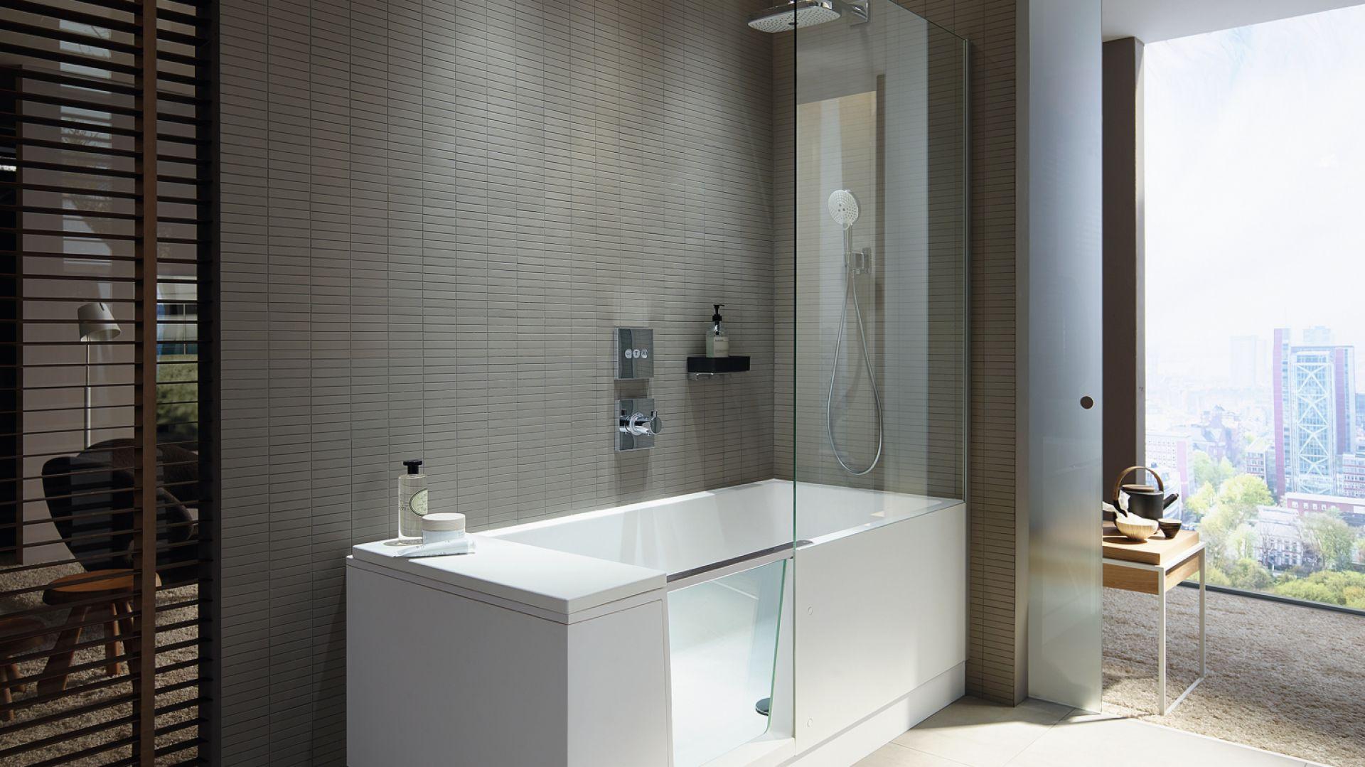 Wanna Shower+Bath marki Duravit z drzwiczkami i parawanem. Fot. Duravit