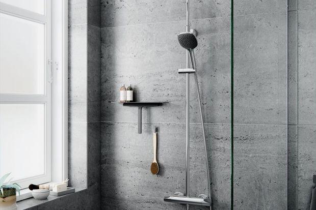 W tym sezonie w łazienkach rządzi czerń, zwłaszcza w formie detali. Zobaczcie nową wersję zestawu prysznicowego wpisującą się w obowiązującą modę.