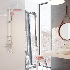 Zestaw prysznicowy z deszczownią Kameleon, kolor różowy. Fot. Invena