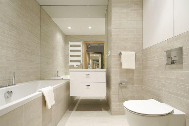 Urządzając łazienkę w jasnych kolorach powiększymy ją optycznie. Zobaczcie przykłady z polskich domów.
