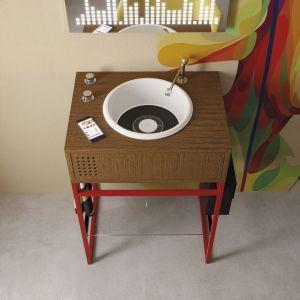 Do efektownej strefy umywalki: umywalka z konsolą Vinyl marki Olympia Ceramica. Fot. Olympia Ceramica