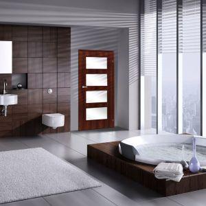 Drzwi w łazience Ancona Dąb Palony. Fot. RuckZuck