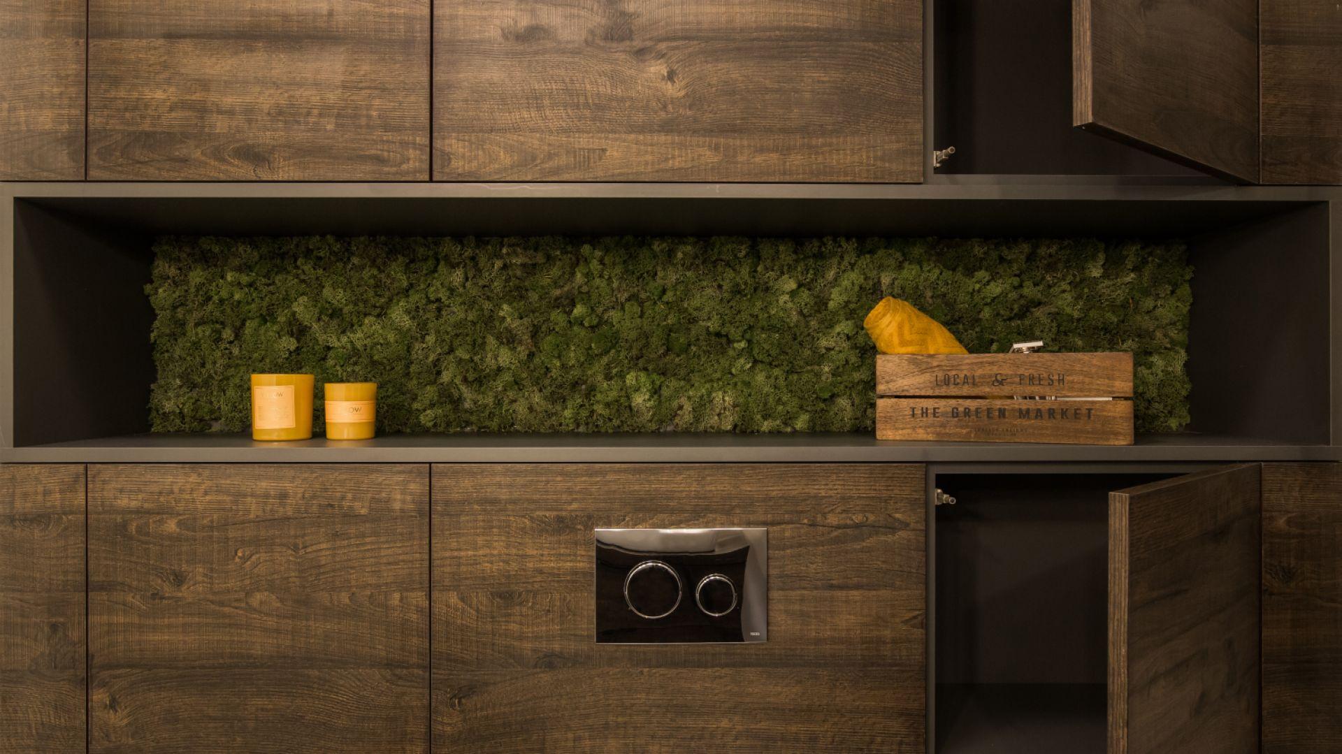 Projekt łazienki w naturalnych barwach drewna. Proj. KODO Projekty i Realizacje