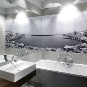 Mała łazienka z wanną. Proj. Lucyna Kołodziejska. Fot. Bartosz Jarosz