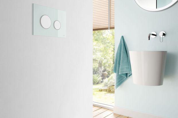 Przycisk spłukujący to detal, który może być estetycznym urozmaiceniem aranżacji łazienki. Jak jednak dobrać go do ściany w łazience?