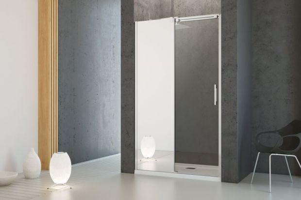 Lustro to praktyczny element wyposażenia każdej łazienki. Przydaje się podczas różnych czynności pielęgnacyjnych i trudno wyobrazić sobie bez niego codzienność. Jednak to nie jedyna jego funkcja. Lustro może być wspaniałą dekoracją i opraw