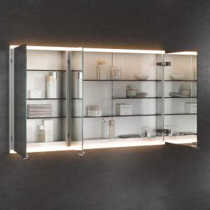 Lustrzana szafka Royal Modular 2.0. marki Keuco łączy funkcję lustra, oświetlenia oraz kontaktu. Fot. Keuco
