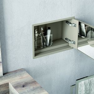 Panel wnękowy do montażu w ścianie My Secret marki Inda na dyskretne przechowywanie łazienkowych akcesoriów. Fot. Inda