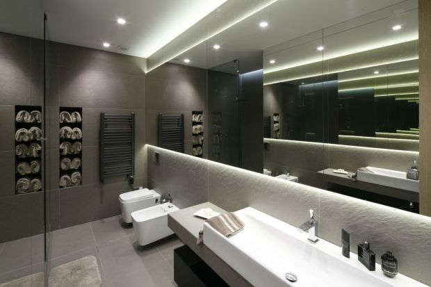 W nowoczesnej łazience panuje oszczędny minimalizm, a rolę dekoracji pełnią faktury okładzin ściennych i frontów meblowych, a także formy ceramiki i wykończenia baterii. Zobaczcie jak nowoczesne łazienki urządzili inni!
