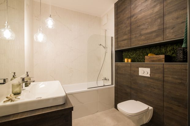Przytulna i elegancka łazienka? Motywy drewna to świetna recepta na takie wnętrze!
