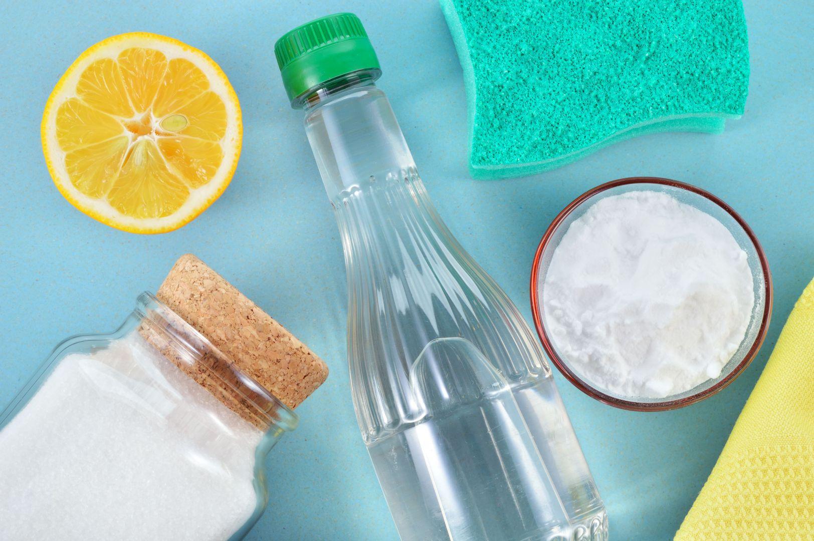 Sprzątać można bez detergentów, używając domowych środków czystości. Fot. 123RF