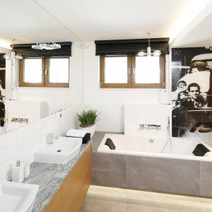 Pomysł na ścianę w łazience: fototapeta ze zdjęciem Jamesa Deana. Proj. Katarzyna Mikulska-Sękalska. Fot. Bartosz Jarosz