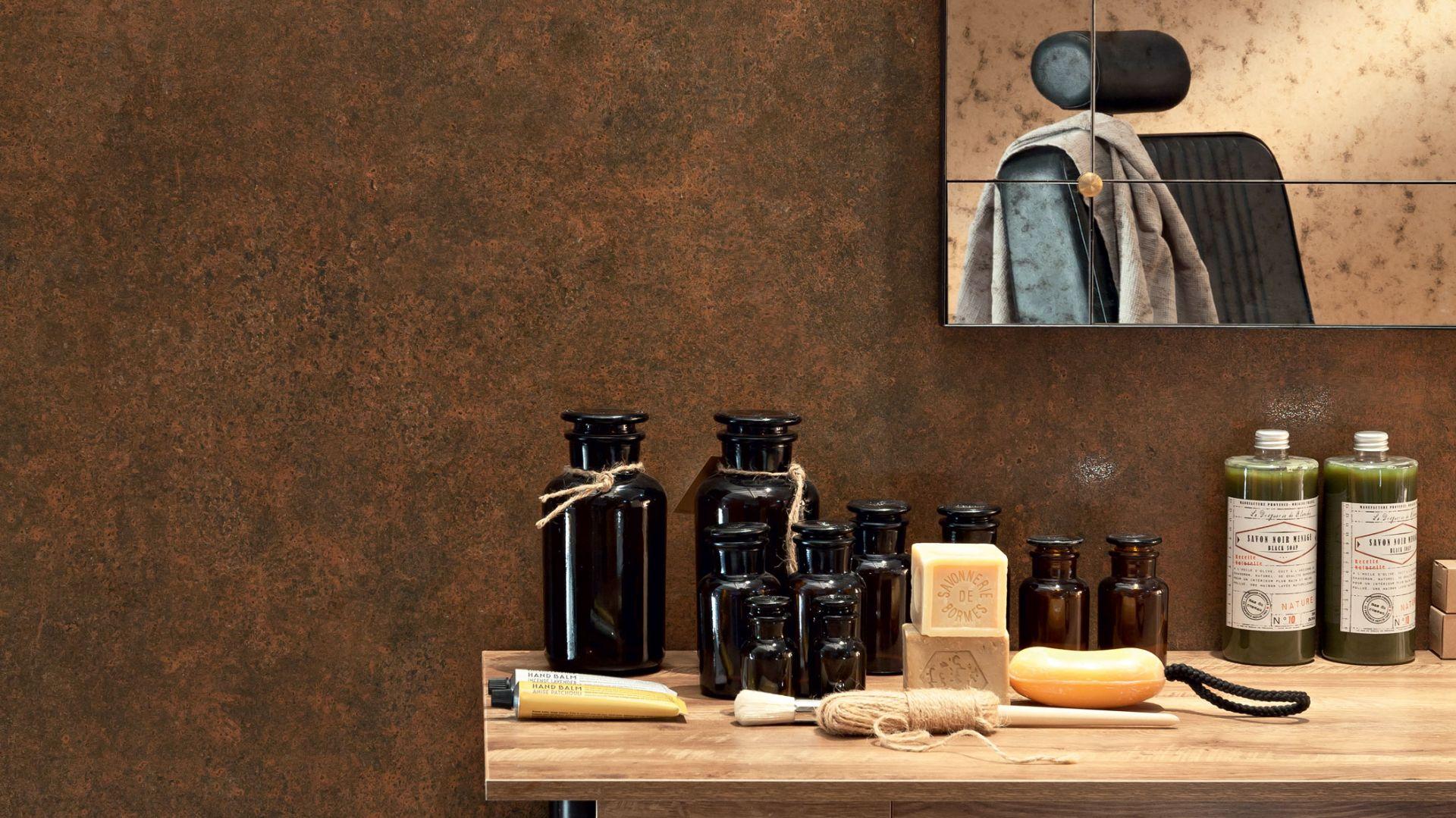 Płytki ceramiczne jak rdzawa blacha z kolekcji Rust Stain marki Monolith. Fot. Tubądzin