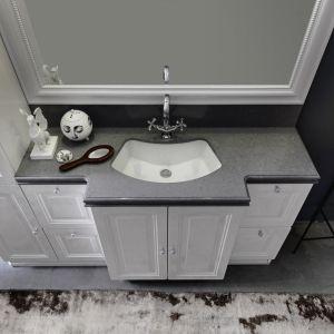 Aranżacja salonu kąpielowego z konglomeratem kwarcytowym TechniStone® Noble Desiree Grey. Fot. TechniStone