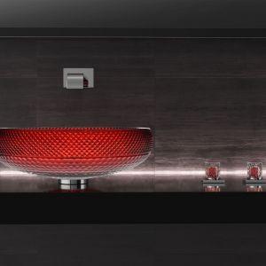 Kolorowa umywalka Scenic Red w czerwonym kolorze marki Glass Design. Fot. Glass Design