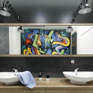 Aranżacja łazienki ze strefą umywalki dla dwojga. Proj. Dariusz Grabowski. Fot. Bartosz Jarosz