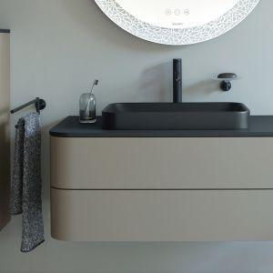 Meble łazienkowe i czarna umywalka w matowych wykończeniach z serii Happy D.2 Plus marki Duravit. Fot. Duravit