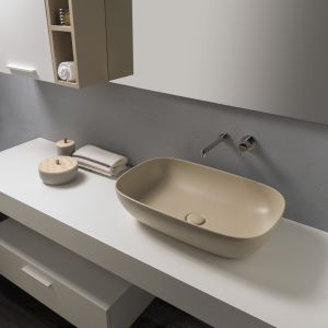 Nablatowa umywalka z serii T-Edge w wykończeniu Bagno di Colore marki Ceramica Globo. Fot. Ceramica Globo