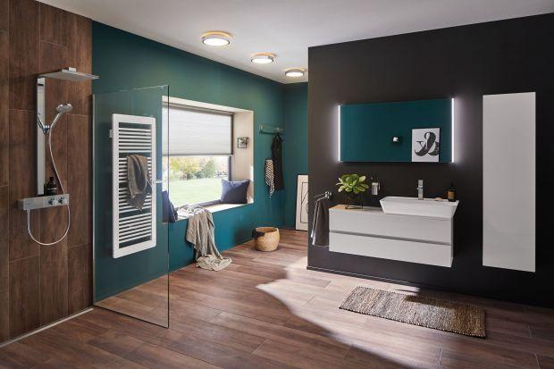 Projektując oświetlenie w mieszkaniu, najwięcej uwagi – wbrew pozorom – powinno się poświęcić temu w łazience. Dlaczego? Bo zaniedbania w tym miejscu mogą skutkować nie tylko, mówiąc delikatnie, kłopotami estetycznymi, ale nawet utratą �