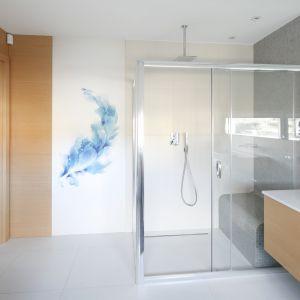 Pomysł na ścianę w strefie prysznica. Proj. Agnieszka Hajdas-Obajtek. Fot. Bartosz Jarosz