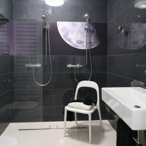 Pomysł na ścianę w strefie prysznica. Proj. Kasia i Michał Dudko. Fot. Bartosz Jarosz