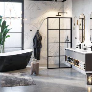 Kabina prysznicowa typu walk-in Fabrika z dekoracyjnymi czarnymi szprosami na szkle marki Excellent. Fot. Excellent
