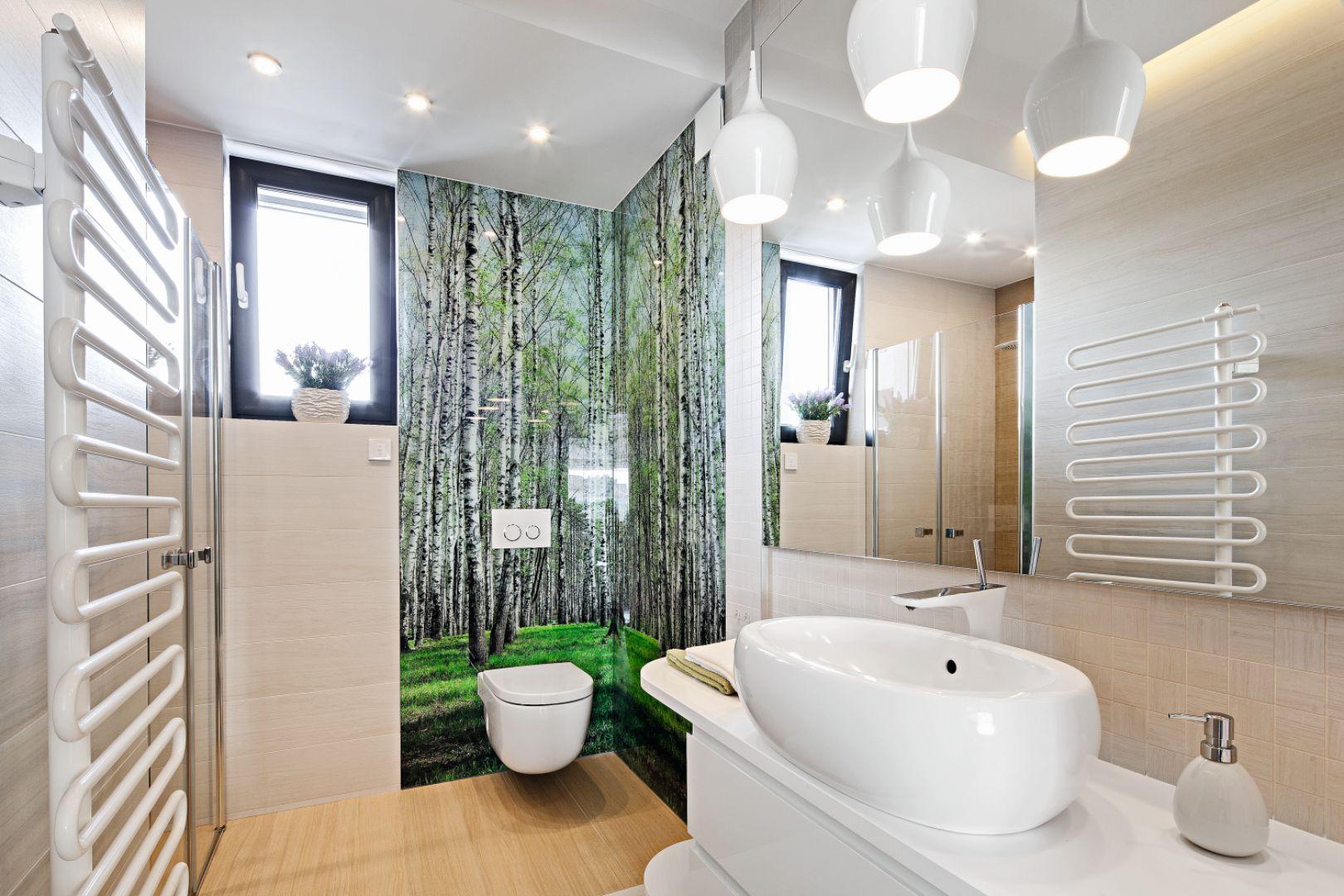 Pomysł na ścianę w łazience. Proj. Renata Modrzyńska-Kasiak. Fot. Bartosz Jarosz