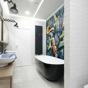 Pomysł na ścianę w łazience. Proj. Dariusz Grabowski. Fot. Bartosz Jarosz
