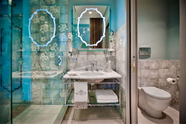 Zobacz piękne łazienki we francuskim hotelu