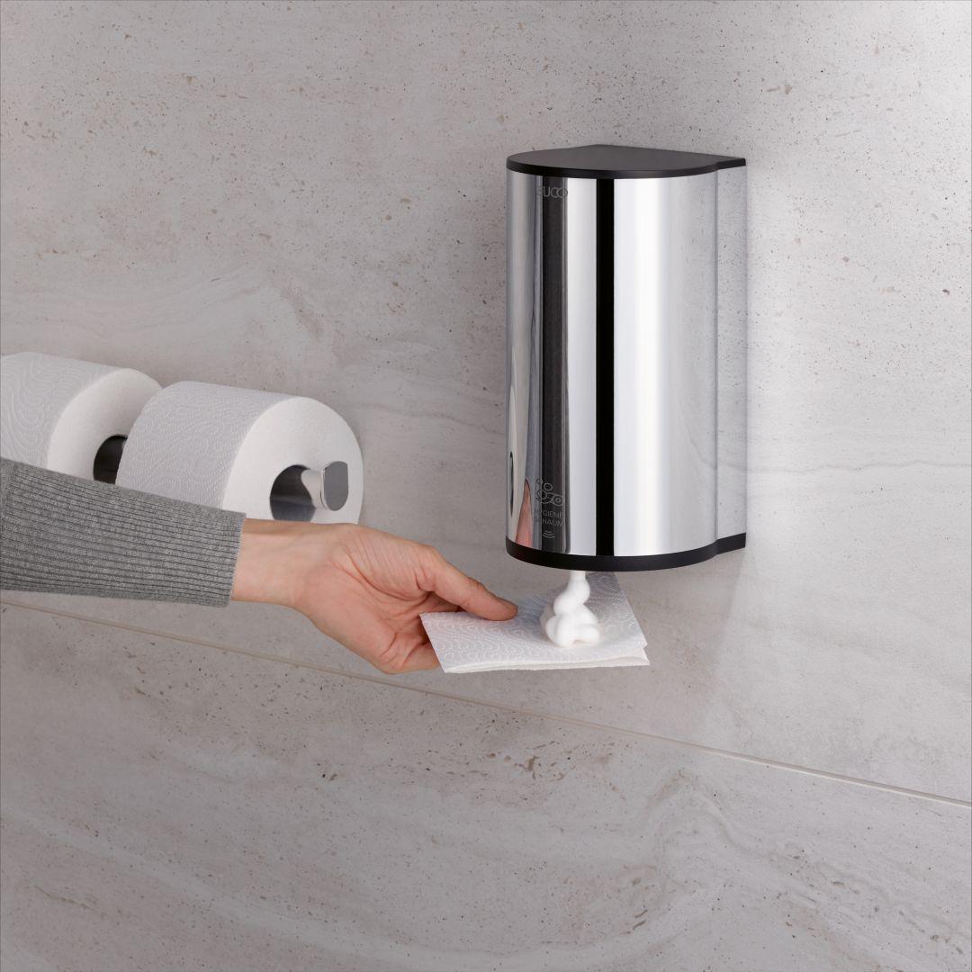 Elektroniczny dozownik środków higienicznych Plan można stosować jako dozownik pianki higienicznej przy toalecie. Fot. Keuco