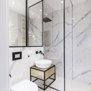 Rysunek kamienia  w łazience. Proj. Decoroom, www.decoroom.eu