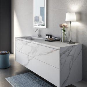 Pomysł na fronty meblowe: meble łazienkowe z kolekcji Stone by Spoldi marki Idea Bagno. Fot. Idea Bagno