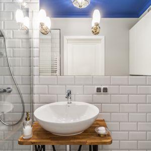 Pomysł na kolor w łazience. Proj. Pracownia KODO. Fot. Materiały prasowe Pracowni KODO