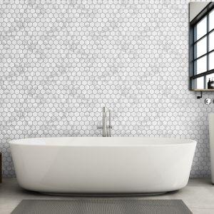 Szara łazienka. Na zdjęciu mozaika Heksagon duży, marble mat z kolekcji Marble. Fot. Raw Decor