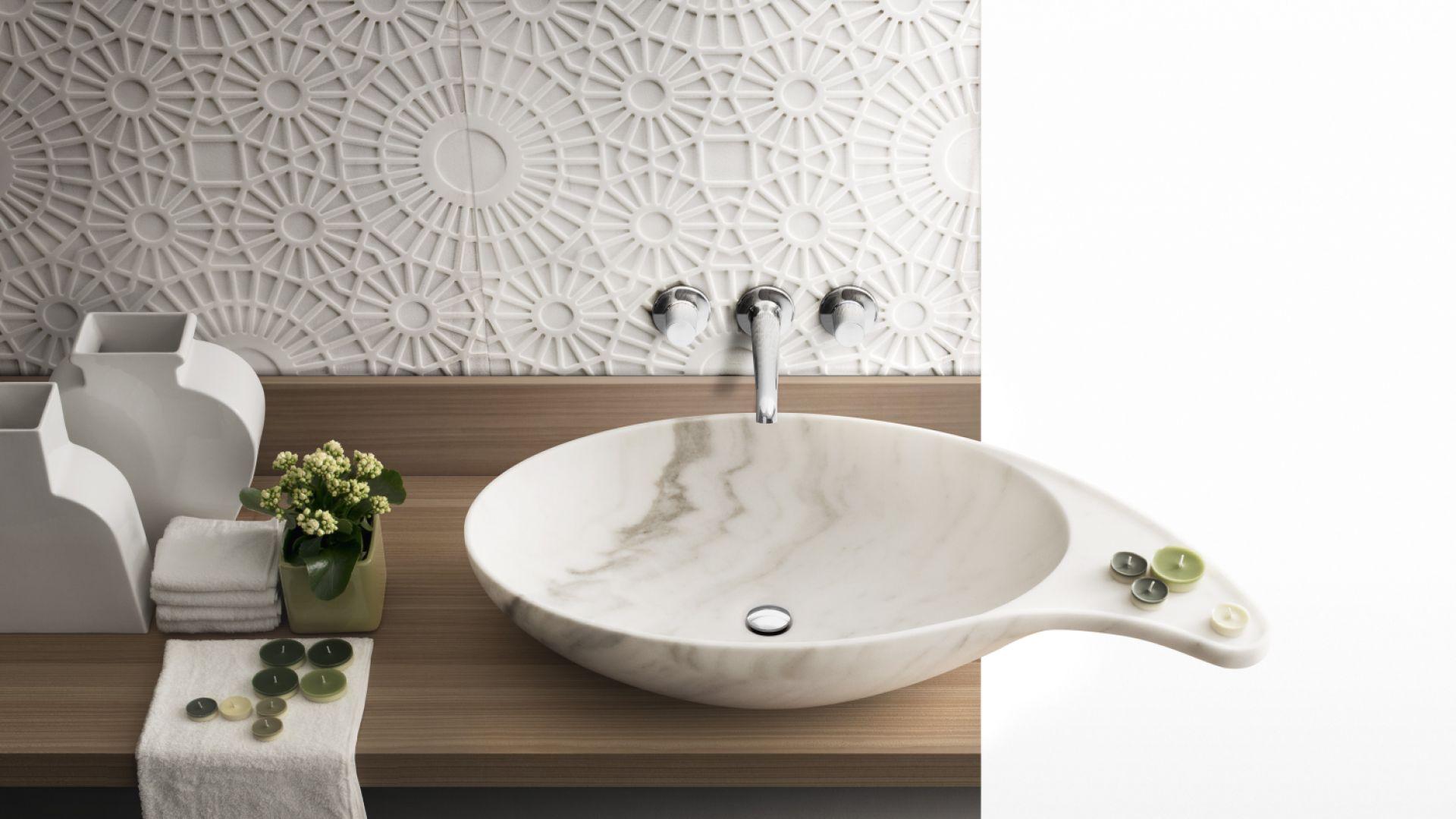 Piękna onyksowa umywalka Cashmere marki Kreoo. Fot. Kreoo