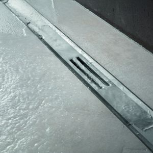 Viega Advantix Cleviva: nowy elegancki i wydajny odpływ o szerokości zaledwie 54 mm ze specjalnie zaprojektowanym spadkiem. Fot. Viega