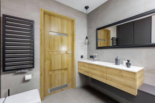 Na co zwrócić uwagę wybierając drzwi do łazienki? Jakie modele sprawdzą się najlepiej? Zapytaliśmy eksperta.