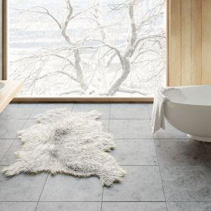 Biała wanna wolnostojąca z kolekcji Amos marki Marmorinn Design. Fot. Marmorin Design