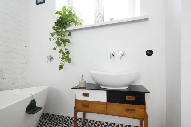 Ciekawie prezentująca się szafka pod umywalkę to świetny sposób na urozmaicenie aranżacji łazienki. Zobaczcie interesujące pomysły z polskich domów!