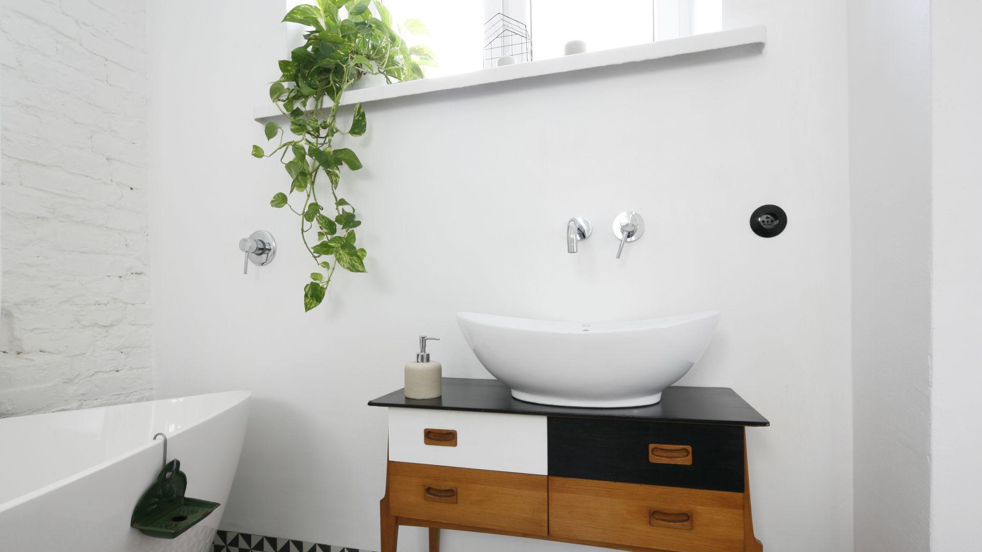 Pomysł na szafkę pod umywalkę. Proj. Ewelina Pik. Fot. Bartosz Jarosz