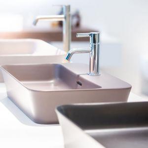 Kolorowe umywalki Ipalyss. Fot. Ideal Standard