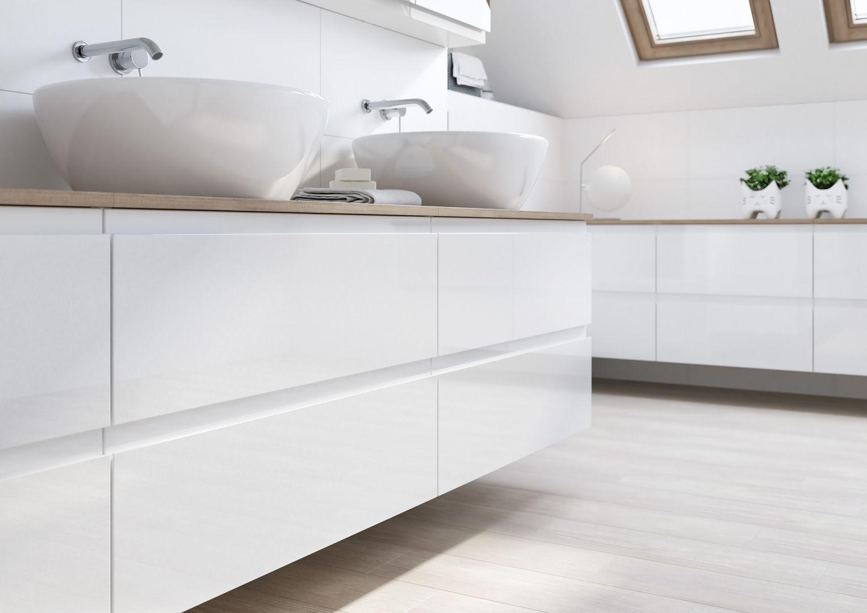 Podwieszane meble i sanitariaty ułatwią utrzymanie czystości w łazience. Na zdj. meble z kolekcji Moduo. Fot. Cersanit