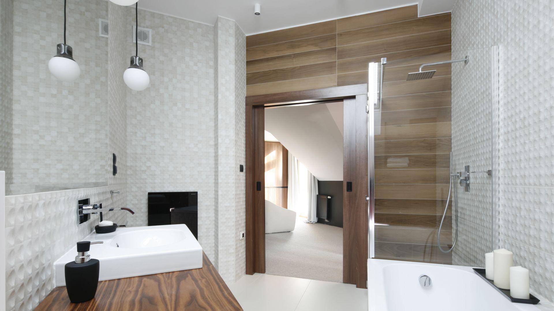 Gotowy projekt nowoczesnej łazienki. Proj. Jan Sikora. Fot. Bartosz Jarosz