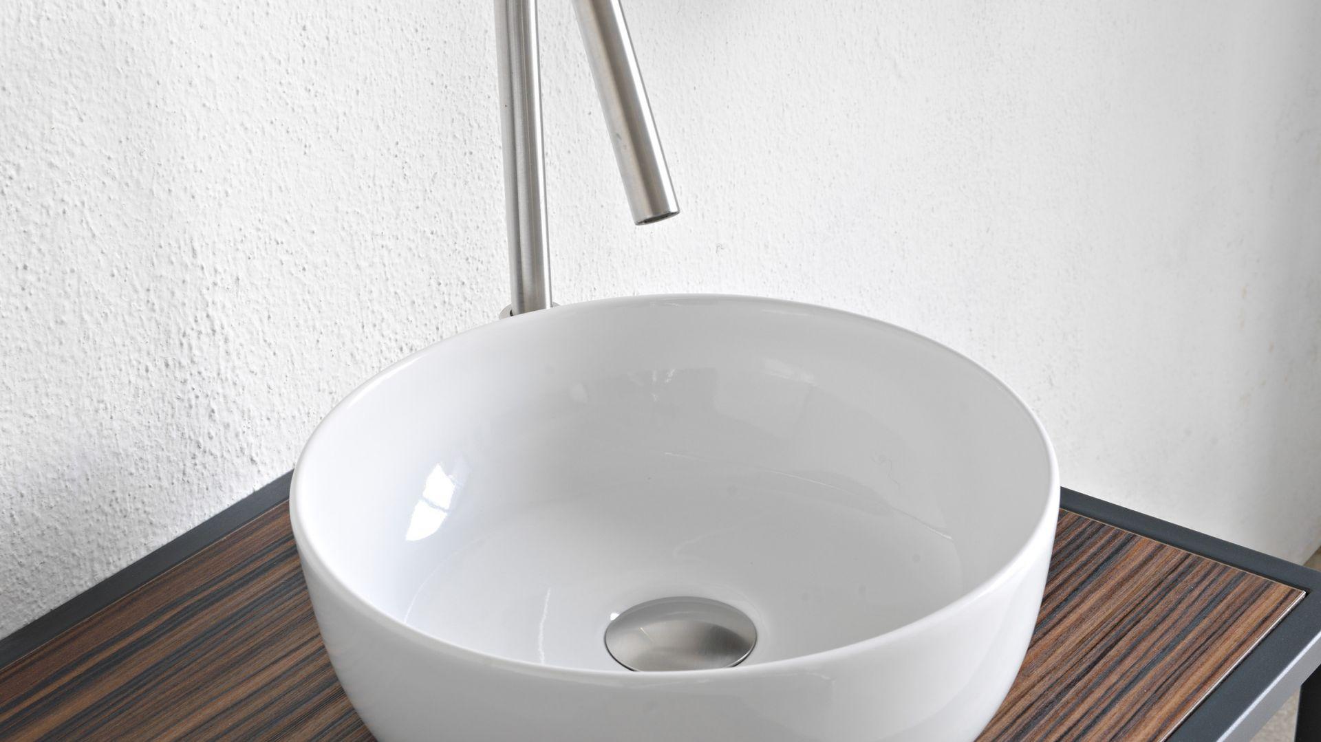 Nablatowa umywalka z kolekcji Glam marki Scarabeo Ceramiche. Fot. Scarabeo Ceramiche