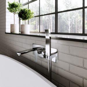 Designerska łazienka w stylu industrialnym - gotowy pomysł na aranżację. Na zdjęciu armatura z serii Algeo Square. Fot. Ferro